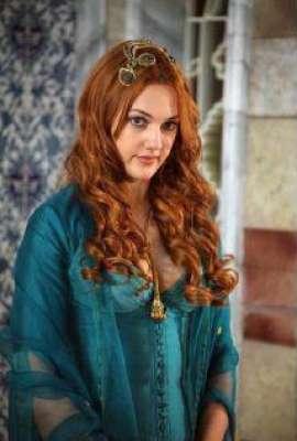 الممثلة التركية مريم أوزرلي 3909825874.jpg