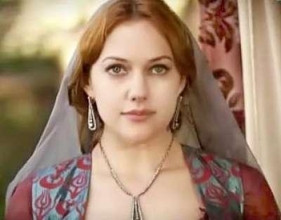 الممثلة التركية مريم أوزرلي 3909825876.jpg