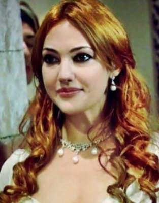 الممثلة التركية مريم أوزرلي 3909827032.jpg