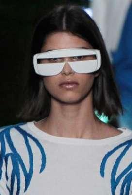 التصاميم الأكثر غرابة وجنونا في اسبوع الموضة الباريسي 3909832288.jpg