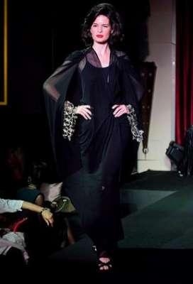 عبايات وأزياء عصرية في حفل رولز رويس 3909841771.jpg