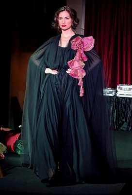 عبايات وأزياء عصرية في حفل رولز رويس 3909841774.jpg