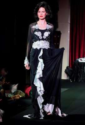 عبايات وأزياء عصرية في حفل رولز رويس 3909841781.jpg