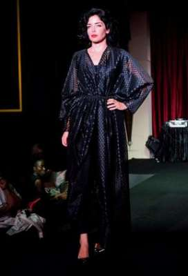 عبايات وأزياء عصرية في حفل رولز رويس 3909841782.jpg