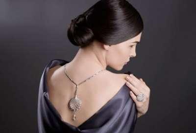 مجوهرات متألقة ومؤثرة تتناسب مع أزياءك 3909842129.jpg