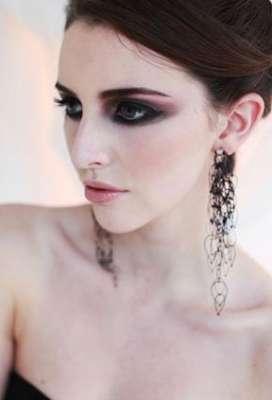 مجوهرات متألقة ومؤثرة تتناسب مع أزياءك 3909842130.jpg