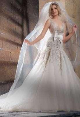 890fb6c38f136 فساتين زفاف متميزة تتلائم مع أشكال الجسم المختلفة
