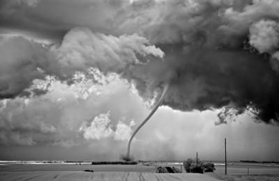 شاهد.. عاصفة خارقة للطبيعة 3909865696.jpg