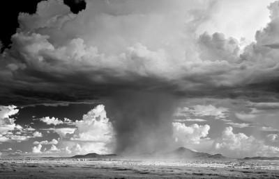 شاهد.. عاصفة خارقة للطبيعة 3909865703.jpg