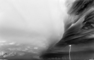 شاهد.. عاصفة خارقة للطبيعة 3909865704.jpg