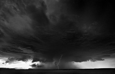 شاهد.. عاصفة خارقة للطبيعة 3909865706.jpg