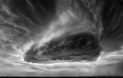 شاهد.. عاصفة خارقة للطبيعة 3909865707.jpg