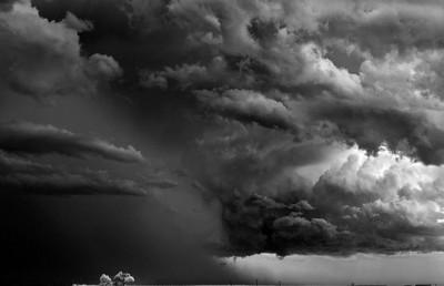 شاهد.. عاصفة خارقة للطبيعة 3909865709.jpg