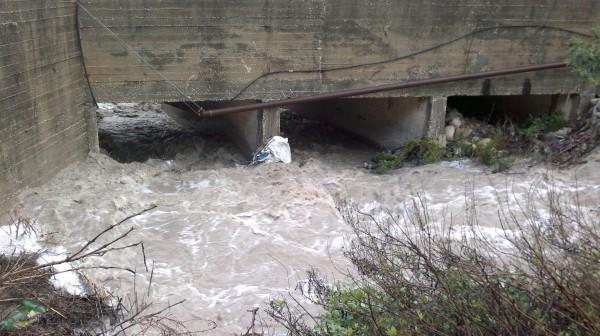 شاهد الصور تدفق كبير للمياه