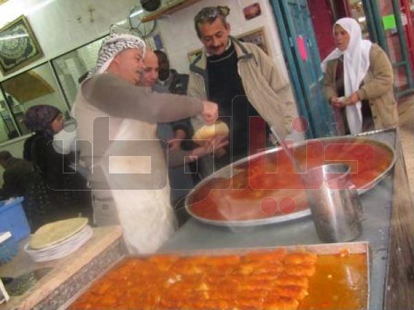 """أقدم محل لصناعة """"الكنافة النابلسية"""" الأكلة الشعبية العريقة..طريقة تحضيرها..ولماذا يعشقها الناس ؟ 3909874124"""