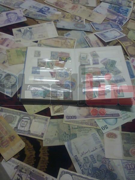 بالصور..غزّي يمتلك ورقة نقدية قديمة لكافة العالم:كل ورقة أطرفها 3909880820.jpg