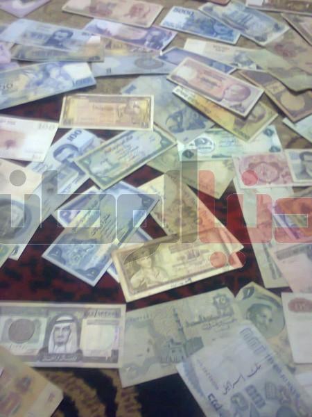 بالصور..غزّي يمتلك ورقة نقدية قديمة لكافة العالم:كل ورقة أطرفها 3909880821.jpg