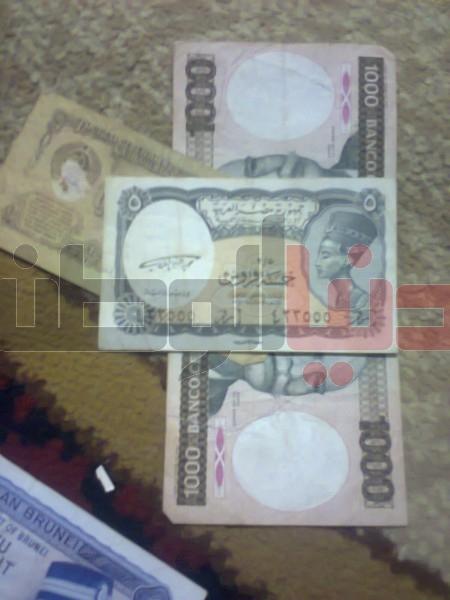 بالصور..غزّي يمتلك ورقة نقدية قديمة لكافة العالم:كل ورقة أطرفها 3909880825.jpg