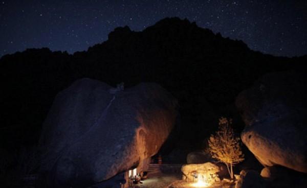 عام.. مكسيكي يعيش منـزل منحوت داخل صخرة 3909882475.jpg