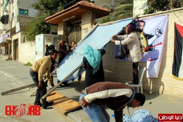 النساء بغزة يبنون خيمات التضامن الاسرى بسواعدهن شاهد الصور 3909890119.jpg