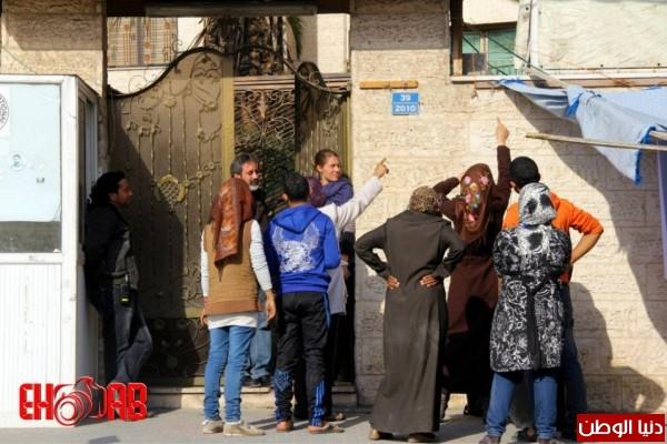 النساء بغزة يبنون خيمات التضامن الاسرى بسواعدهن شاهد الصور 3909890120.jpg