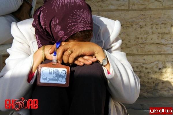 النساء بغزة يبنون خيمات التضامن الاسرى بسواعدهن شاهد الصور 3909890123.jpg