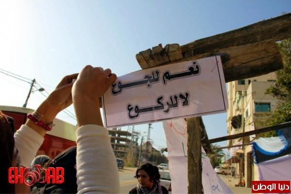 النساء بغزة يبنون خيمات التضامن الاسرى بسواعدهن شاهد الصور 3909890125.jpg