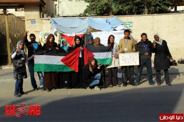النساء بغزة يبنون خيمات التضامن الاسرى بسواعدهن شاهد الصور 3909890126.jpg