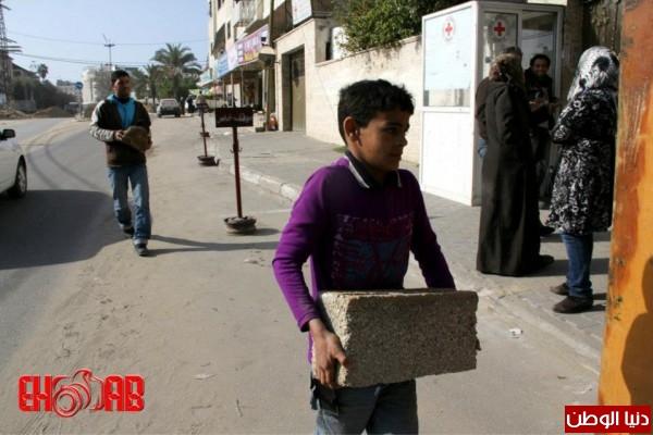 النساء بغزة يبنون خيمات التضامن الاسرى بسواعدهن شاهد الصور 3909890127.jpg
