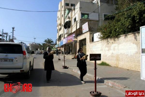 النساء بغزة يبنون خيمات التضامن الاسرى بسواعدهن شاهد الصور 3909890129.jpg