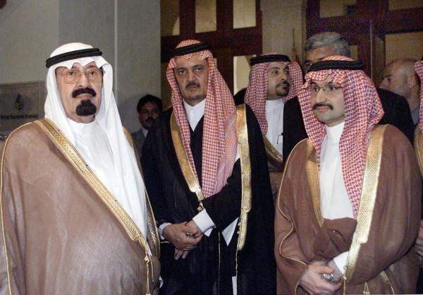 بالصور: تعرّف الحياة المذهلة التي يعيشها الأمير الوليد طلال 3909895622.jpg