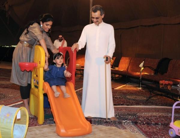 بالصور: تعرّف الحياة المذهلة التي يعيشها الأمير الوليد طلال 3909895623.jpg