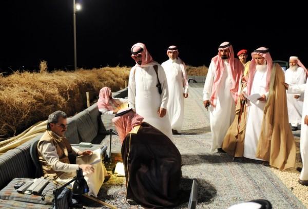 بالصور: تعرّف الحياة المذهلة التي يعيشها الأمير الوليد طلال 3909895627.jpg