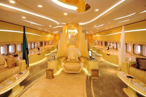 بالصور: تعرّف الحياة المذهلة التي يعيشها الأمير الوليد طلال 3909895628.jpg