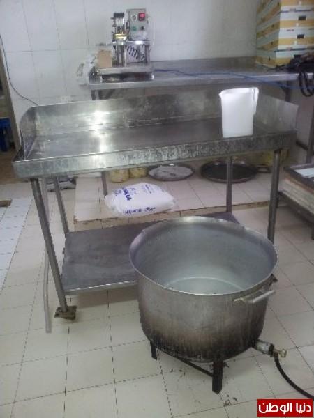 بالصور:صناعة الجبنة الايطالية بأيادي فلسطينية لتنافس الأجبان الاسرائيلية 3909897296.jpg