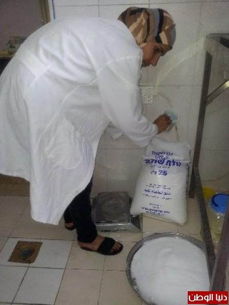 بالصور:صناعة الجبنة الايطالية بأيادي فلسطينية لتنافس الأجبان الاسرائيلية 3909897300.jpg