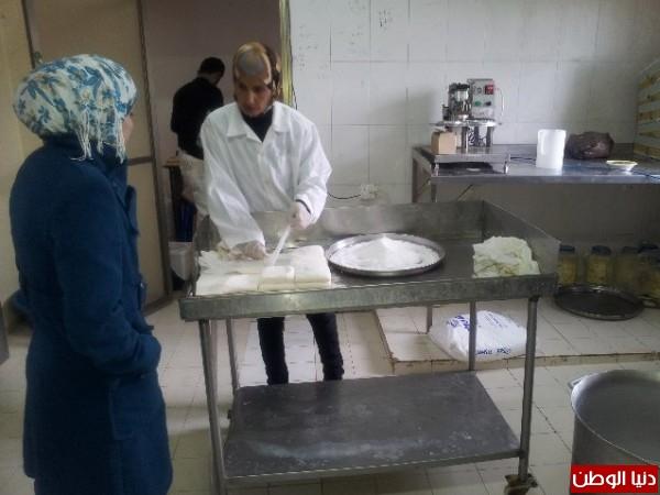 بالصور:صناعة الجبنة الايطالية بأيادي فلسطينية لتنافس الأجبان الاسرائيلية 3909897302.jpg