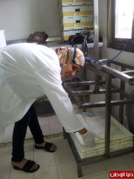 بالصور:صناعة الجبنة الايطالية بأيادي فلسطينية لتنافس الأجبان الاسرائيلية 3909897303.jpg