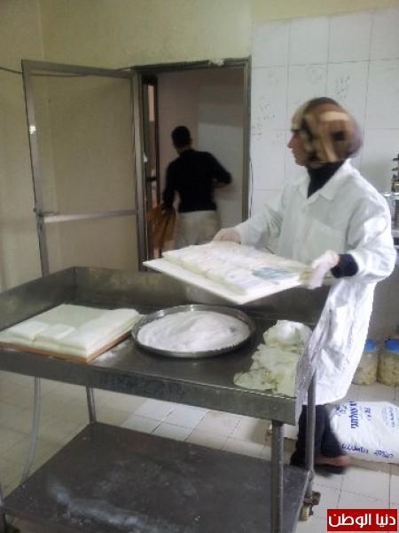 بالصور:صناعة الجبنة الايطالية بأيادي فلسطينية لتنافس الأجبان الاسرائيلية 3909897304.jpg