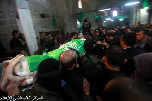 """جنازة """"خنساء فلسطين""""..فيديو لرثائها وشاب 3909900956.jpg"""
