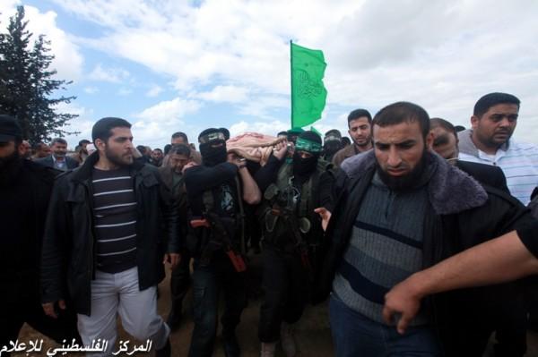 """جنازة """"خنساء فلسطين""""..فيديو لرثائها وشاب 3909900960.jpg"""