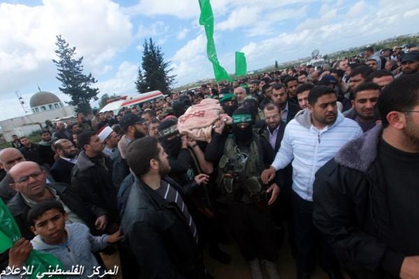 """جنازة """"خنساء فلسطين""""..فيديو لرثائها وشاب 3909900961.jpg"""