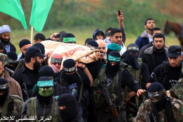 """جنازة """"خنساء فلسطين""""..فيديو لرثائها وشاب 3909900965.jpg"""