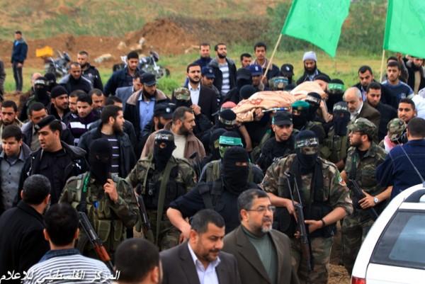 """جنازة """"خنساء فلسطين""""..فيديو لرثائها وشاب 3909900966.jpg"""
