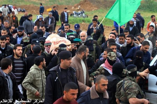 """جنازة """"خنساء فلسطين""""..فيديو لرثائها وشاب 3909900967.jpg"""