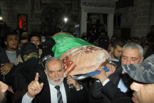 """جنازة """"خنساء فلسطين""""..فيديو لرثائها وشاب 3909900974.jpg"""