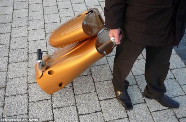 """بالصور:اختراع دراجة نارية """"قابلة للطي"""" 3909901871.jpg"""
