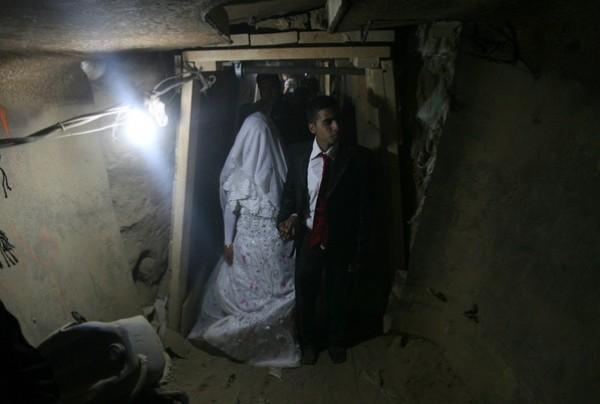 يتزوج داخل انفاق مدينة 3909903182.jpg