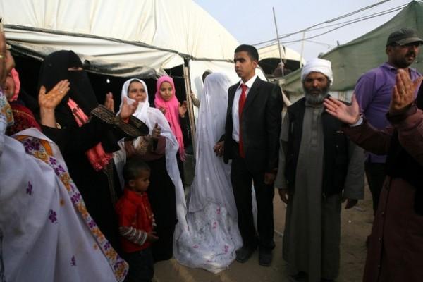 يتزوج داخل انفاق مدينة 3909903186.jpg