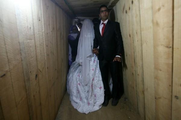 يتزوج داخل انفاق مدينة 3909903187.jpg